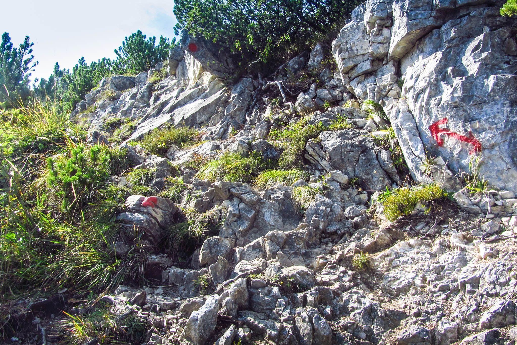 Der Aufstieg auf den Brecherspitz, über teils glitschige Felsen