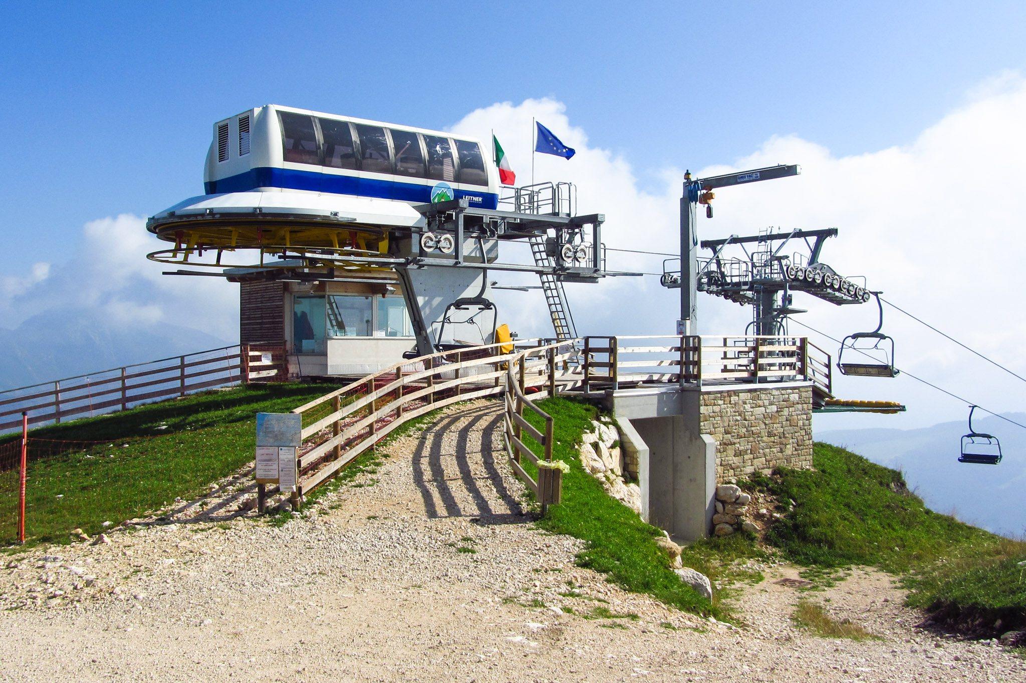 Die Bergstation des Sessellifts Pra Alpesina