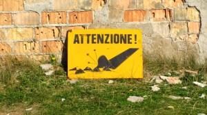 Attenzione! Dieses Schild am Belvedere wird im Sommer nicht benötigt