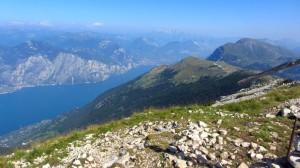 Blick von der Cima Pozzette bis Riva del Garda und den nördlichen Teil des Gardasees