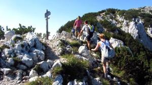 Ein felsiger Wegabschnitt hoch zur Cima Pozzette