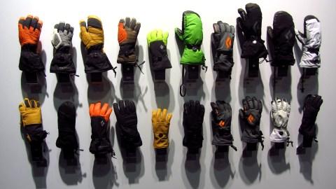 Eine ganze Wand voller Handschuhe