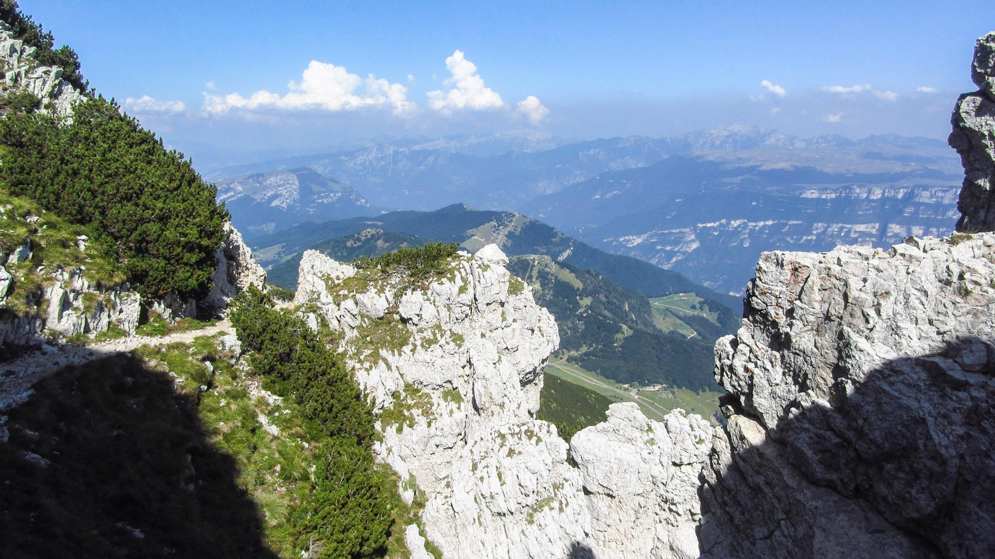 Ein Blick nach Nordosten ins Monte Baldo Hochtal