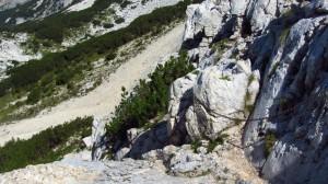 Sicherungskette - an dieser Stelle geht es steil über Steinplatten bergauf