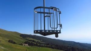 Der ungewöhnliche Stehlift führt von der Mittelstation zur Talstation Prada