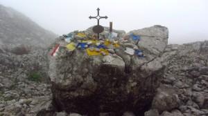 Ein Gedenkstein, eine Viertelstunde vor dem Ingolstädter Haus