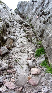 Halb Kletterpartie, halb Steintreppe