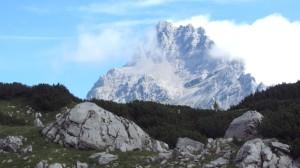 Noch hüllen Wolken die Spitze des Watzmanns ein