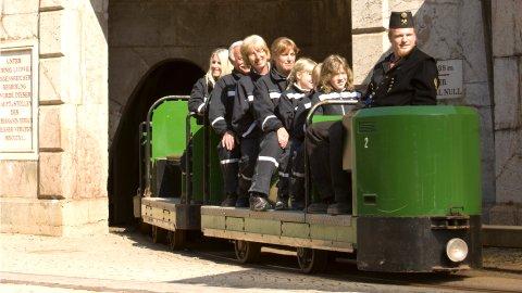 Mit diesen Zügen fährt man ins Bergwerk - Bild: Salzbergwerk Berchtesgaden