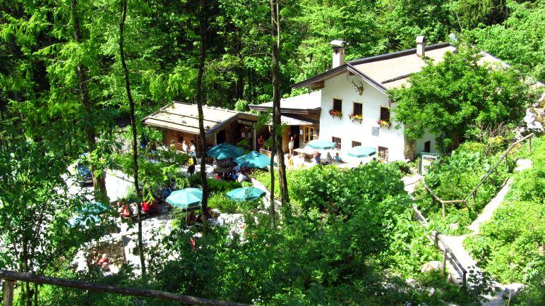 Das Gasthaus Klobenstein mit gemütlichem Gastgarten