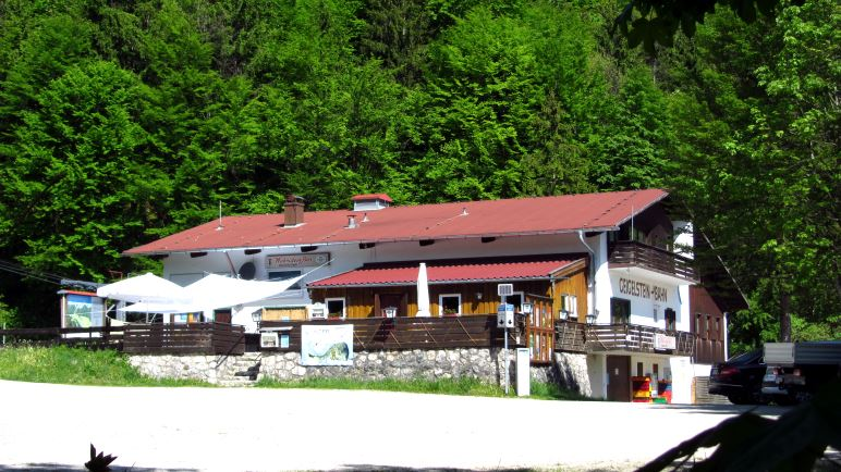 Direkt an der Geigelsteinbahn beginnt unsere Wanderung