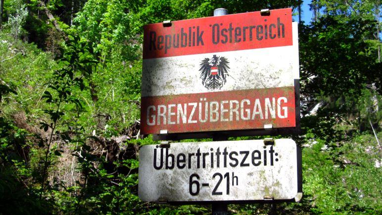 Ein Grenzschild zwischen Österreich und Österreich?