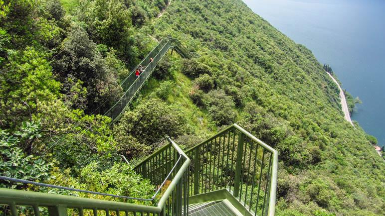 Eine der langen Treppen auf dem Panoramaweg