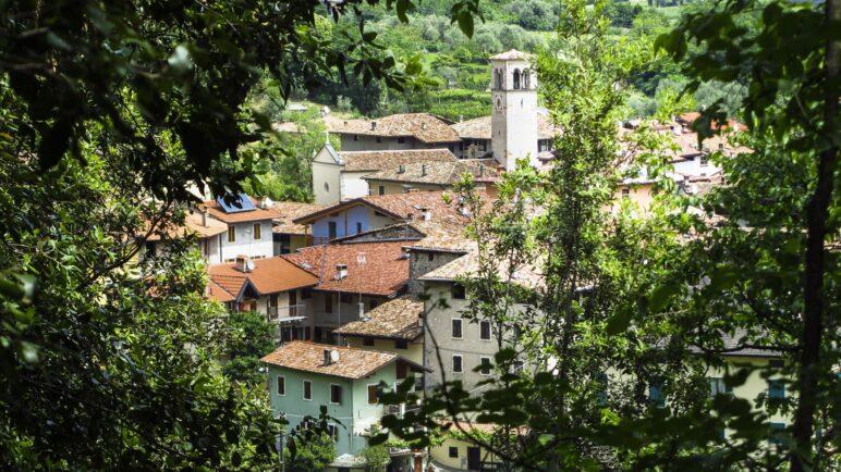 Blick vom Wanderweg auf Ceniga