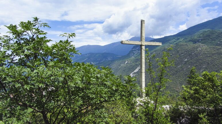 Das Croce Colt, das Gipfelkreuz des Monte Colt