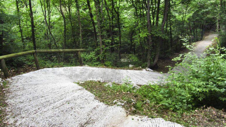 Hier trifft man garantiert Mountainbiker: In Serpentinen bergab, allerdings auf Beton