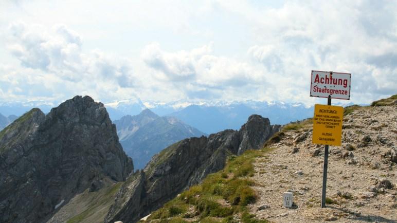 Staatsgrenze zwischen Deutschland und Österreich an der Karwendelspitze