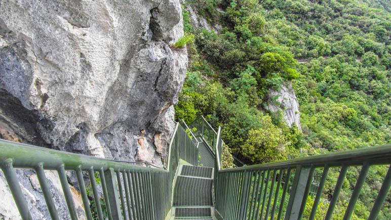 Steil bergab auf einer der Treppen