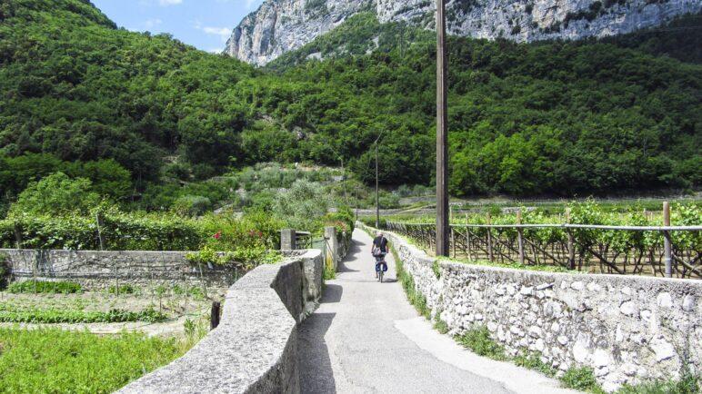 Auf dem Weg von Ceniga zur Römerbrücke