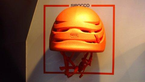 Fehlt da die Außenschale? Nein, das ist schon der ganze Helm: Petzl Sirocco