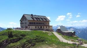 Da geht's heute hin: Das Rotwandhaus, zu dem wir vom Spitzingsee aus wandern
