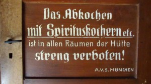 Das Abkochen mit Spirituskochern ist streng verboten - wer macht denn das in einer Hütte?