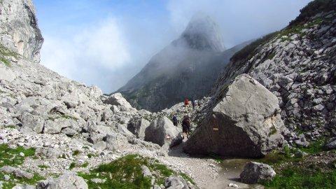 Wilde Landschaft im Abstieg vom Steiglpass
