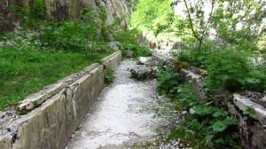 Alter Wasserkanal des ehemaligen Kraftwerks am Ende der Höllentalklamm.