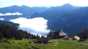 Aufstieg Richtung Donnerkogel - unter uns liegt die Gablonzer Hütte