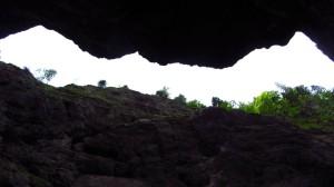 Ein Blick nach oben durch die enge Klamm.
