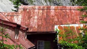Hat schon einiges erlebt - das Blechdach der Höllentalangerhütte.
