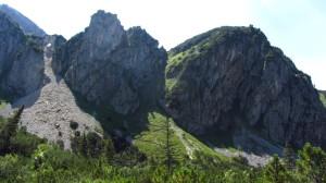 Ein Blick auf den Stuhljoch-Steig, der sich in Serpentinen hochzieht