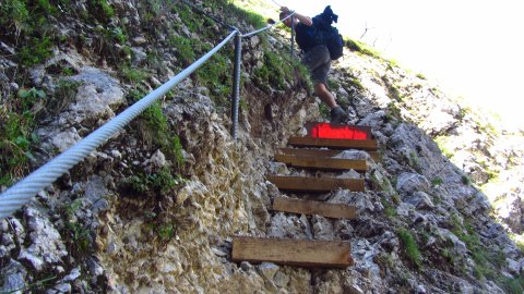 Aufstieg über die neuen Stufen zum Stuhljoch