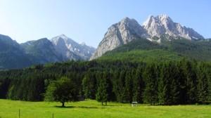 Tolle Sicht auf Waxenstein und Zugspitze am Beginn der Wanderung.