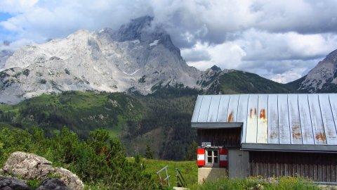 Der Winterraum der Hofpürglhütte vor dem Rötelstein