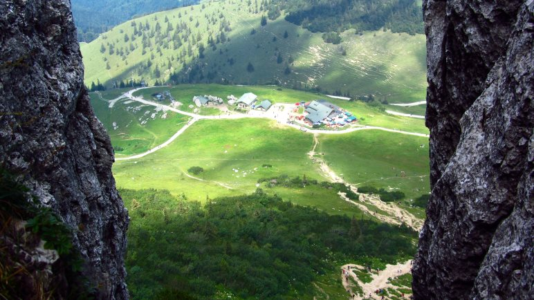 Blick von oben hinab zur Steinlingalm