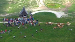 Goasslschnalzer an der Steinlingalm-Kapelle