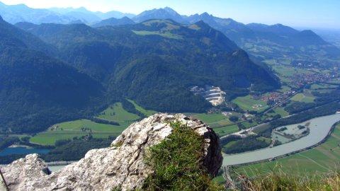 Blick vom Kranzhorn-Gipfel hinunter ins Inntal