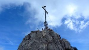 Das Gipfelkreuz der Kampenwand ist nur noch wenige Meter entfernt