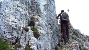 An der Seilsicherung im Gipfelbereich