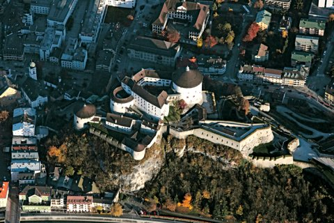 Die Festung Kufstein aus der Luft gesehen