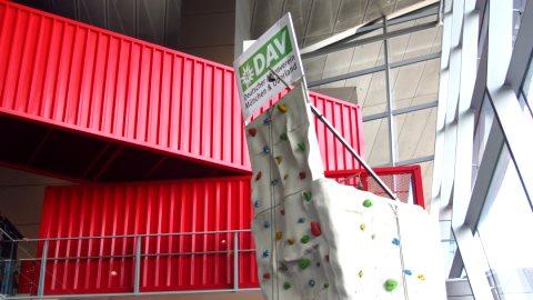 Für viele Kinder und auch ein paar Erwachsene das Höchste: Die Kletterwand