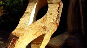 Details der großen Holzskulptur