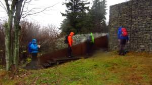 Die Keltenmauer an der Milseburg - mit Wasserflecken auf der Linse
