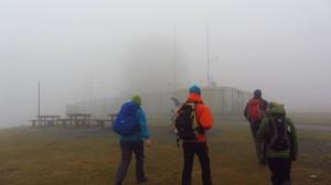 Dahinten steht das Radom im Nebel