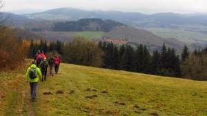 Bloggerwanderer auf dem Weg zur Fuldaquelle