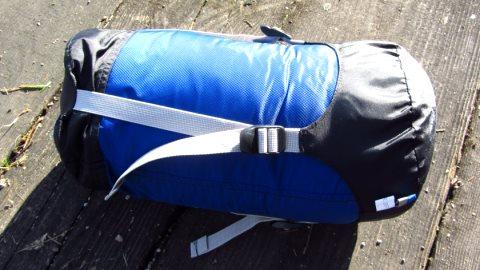Geschafft, der Exosphere steckt in seinem Packsack. Sehr praktisch: Die Kompressionsriemen