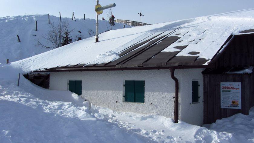 An der Bergstation der Hörnlebahn. Schnee hat's genug heute.