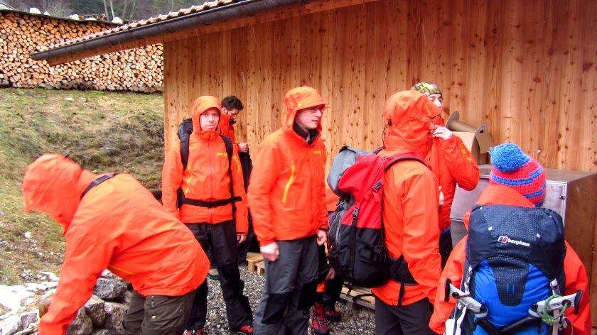Das ist nicht der Winterdienst, sondern die Blogger-Gruppe in den neuen Gore-Testjacken