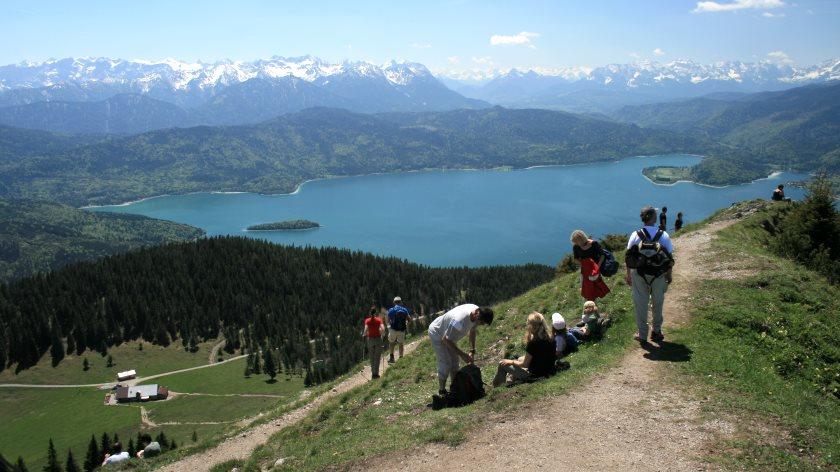 Ein beliebtes Wandergebiet: Jochberg und Jochbergalm